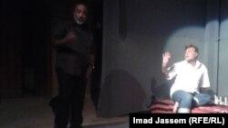 مشهد من مسرحية احتجاج بغدادي