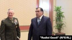 АҚШ армияси генерали Ж.Мэттис ва Тожикистон Президенти И.Раҳмон, Душанбе, 2012 йил 31 март.