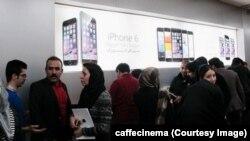 Apple компаниясынын продукцияларын саткан дүкөндө.16-октябрь, 2014-жыл