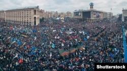 Київ, майдан Незалежності, 1 грудня 2013 року (©Shutterstock)