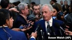 Сенатор Боб Коркер дает интервью после встречи с директором ЦРУ