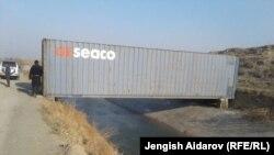 Мост, изготовленный из контейнера, в населенном пункте Саада.