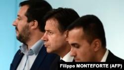 Zamjenik premijera Matteo Salvini, premijer Giuseppe Conte i zamjenik premijera Luigi di Majo, oktobar 2018.