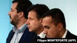 Zamenik premijera Mateo Salvini, premijer Đuzepe Konte i zamenik premijera Luiđi di Majo, oktobar 2018.
