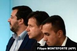 Віце-прем'єр-міністр Італії та міністр внутрішніх справ Маттео Сальвіні, прем'єр-міністр Італії Джузеппе Конте та віце-прем'єр-міністр Італії та міністр економічного розвитку, праці та соціальної політики Луїджі Ді Майо