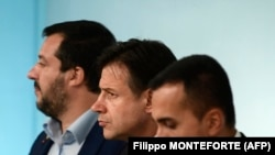 Mateo Salvini, vicepremijer i lider Lige, premijer Đuzepe Konte i Luiđi Di Majo, ministar privrede i lider Pokreta 5 zvezdica