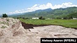 Раскопки средневекового городища Тальхир вблизи Алматы. Талгар, 20 июня 2009 года.