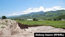 Талғар қаласының түбіндегі ортағасырлық Талхир шаһарының орнында жасалған археологиялық қазба жұмыстарының көрінісі. Көрнекі сурет