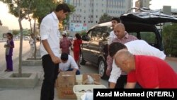 """شبان مشاركون في حملة """"إفطار الصائم"""" في السليمانية"""