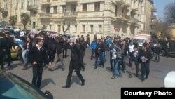 Aksiyadan görüntü - 5 aprel 2013 (Foto Ərəstun Oruclunun Facebook səhifəsindən götürülüb)