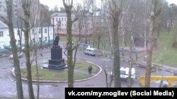 Уноч з21на 22красавіка невядомыя ў Магілёве аблілі фарбай помнік Леніну.
