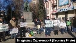 Участники митинга против участия России в войне в Сирии
