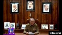 Раул Кастро дар ҳоли эълони марги раҳбари пешини Куба Фидел Кастро