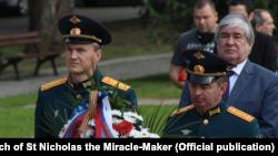 Российский военный атташе Василий Сазанович (слева).