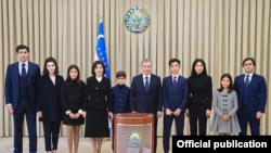 Şavkat Mirziyoyev ailə üzvləri ilə səsvermədə, 24 oktyabr 2021