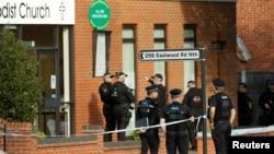 Полиција пред методистичката црква каде е избоден до смрт пратеникот од Британија, Дејвид Ејмс.