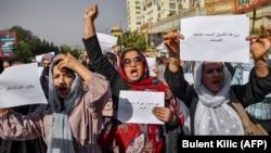 شماری از زنان اعتراض کننده در کابل