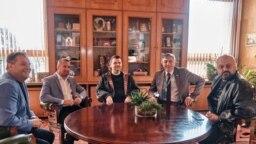 Кметът на Велико Търново Даниел Панов в кабинета си с Радослав Ревански, Делян Пеевски, Мустафа Карадайъ и Камен Костадинов.