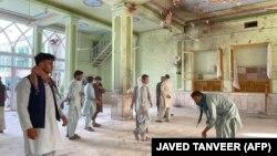 В шиитской мечети после взрыва. Кандагар, 15 октября 2021