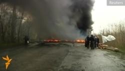 Ýaragly separatistler Slowýanskiniň daşyndaky esasy ýoly bekleýär