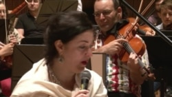 Тамара Гвердцители поет на идиш в Карнеги-Холле