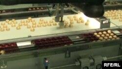 Ўзбек муҳожири ўғирлагани гумон қилинаётган конфетлар 40 минг АҚШ долларига баҳоланмоқда.