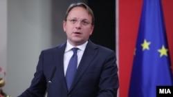 Еврокомесарот Оливер Вархеји