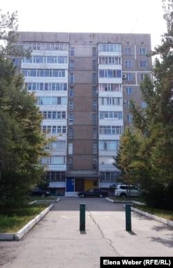 Дом в Темиртау, построенный в годы работы Свичинского для работников КарМетКомбината. Темиртау, 6 сентября 2016 года.