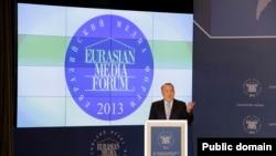 Президент Казахстана Нурсултан Назарбаев на Евразийском медиафоруме. Астана, 25 апреля 2013 года.