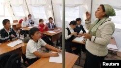 Кыргызстанда мугалимдик кесипти аркалагандардын басымдуу бөлүгү аялдар.