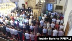Молитва в одной из мечетей Приштины (Косово)