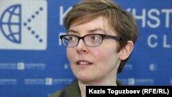 Amnesty International ұйымының Орталық Азия жөніндегі сарапшысы Джоанна Хоаре. Алматы, 3 наурыз 2016 жыл.