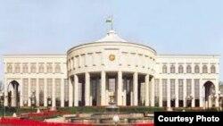 «Оксарой» – «Белый дворец», название резиденции первого президента Узбекистана Ислама Каримова.
