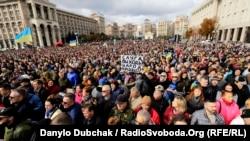 Віче «Зупинимо капітуляцію» на майдані Незалежності у столиці України. Київ, 6 жовтня 2019 року