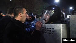 Armenia - Protesters clash with riot police in Gyumri, 15Jan2015.
