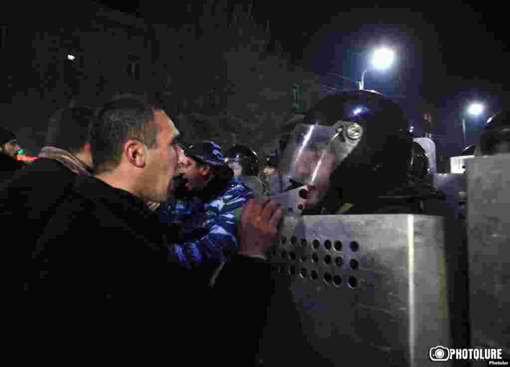 Столкновения простестующих с полицией. Гюмри, 15 января