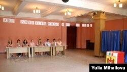 Moldovada Bardar qəsəbəsində seçki məntəqəsi, 29 iyul 2009