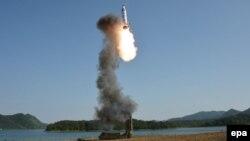 Солтүстік Корея ұшырған баллистикалық зымырандардың бірі. 21 мамыр 2017 жыл.