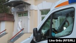 O ambulanta a adus un suspect de coronavirus la spitalul Toma Ciorba din Chișinău