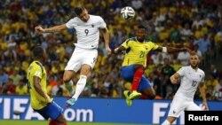 Франция мен Эквадор футболшылары матч кезінде. Рио-де-Жанейро, 25 маусым 2014 жыл.