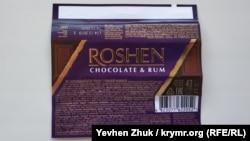 На обертке батончика Roshen указан код страны-производителя 482 – это Украина