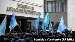 Митинг под стенами Верховного совета Крыма, 26 февраля 2014 года