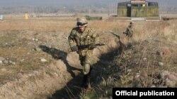 Солдаты в Кыргызстане. Иллюстративное фото.