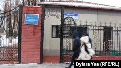 Здание прокуратуры Южно-Казахстанской области, перед которым Нуркен Айнабеков совершил самоподжог. Шымкент, 22 декабря 2016 года.