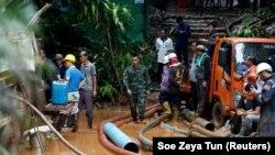 Спасательная операция в комплексе пещер в провинции Чианграй, Таиланд, 2 июля 2018 года.