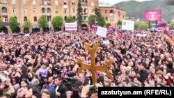 Акция сторонников армянской оппозиции в Ванадзоре. 28 апреля 2018 года.