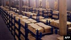 Ағылшын банкіндегі алтын құймалары. Ұлыбритания, 22 қазан 2008 жыл. (Көрнекі сурет)