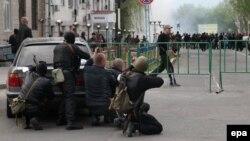 Ուկրաինա - Ռուսամետ անջատողականները Լուգանսկում արգելափակել են շրջանային ոստիկանության շենքը, 29-ը ապրիլի, 2014թ․