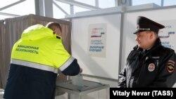 Голосование на избирательном участке в аэропорту Храброво в Калининградской области, самом западном регионе России. 18 марта 2018 года.
