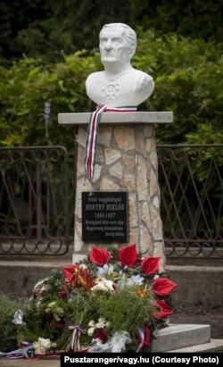 Monumentul lui Horthy dezvelit la Hencida în Ungaria (Foto: Pusztaranger/vagy.hu)
